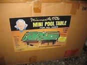 MINNESOTA FATS MINI POOL TABLE ( NEW )